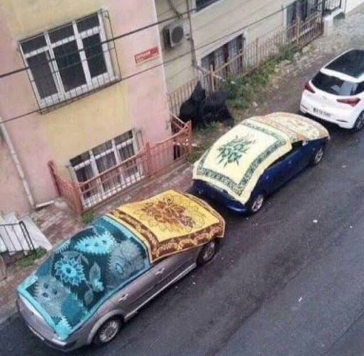 Meteoroloji Genel Müdürlüğü ve İBB AKOM İstanbul'da dolu alarmı verdi, vatandaş teyakkuza geçti. İstanbul başta olmak üzere Marmara Bölgesi'nin bir kısmında süper hücreli fırtına ve ceviz büyüklüğünde dolu yağacağı belirtildi. Sigorta şirketleri müşterilerini önlem almaları konusunda mesaj yağmuruna tuttu, vatandaş tedbirlerini işte böyle gülümseten yöntemlerle aldı.