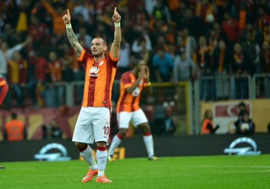 18.10.2014 - SPOR Toto Süper Lig'in derbi maçında, naftanın derbisinde Galatasaray, Fenerbahçe ile oynadığı mücadeleyi, Wesley Sneijder'in golleri ile 2-1 kazandı. Fenerbahçe'nin tek golü ise Alper Potuk'tan geldi.