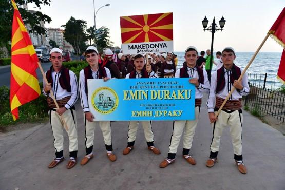 ORDU'nun Ünye ilçesi, 6.Geleneksel Ramazan etkinlikleri kapsamında ilçeye davet edilen 7 bölge ve 7 ülkeden gençleri misafir etti, Uluslararası Halk Dansları Festivali düzenledi. Festivale Ukrayna, Romanya, Kırım Tatarları, Bulgaristan, Azerbaycan, Makedonya ve Gürcistan'dan gelen 210 kişi katıldı.