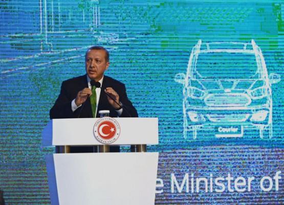Başbakan Recep Tayyip Erdoğan, Koç Ailesi'nin Yeniköy'de kurduğu Ford Otosan Fabrikası'nın açılışına katıldı.