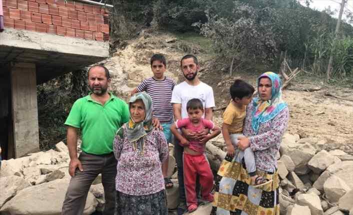 Selde mahsur kalan aile helikopterle kurtarılmayı istemedi