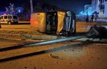 Samsun'da devrilen hafif ticari aracın sürücüsü yaralandı