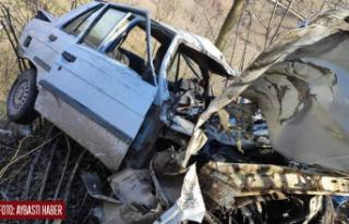 Otomobil şarampole uçtu 2 ölü 1 yaralı