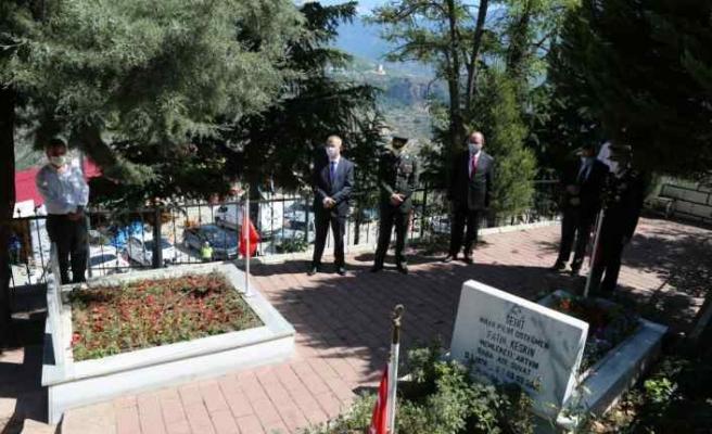 Artvin Valisi Doruk'tan şehitlik ziyareti