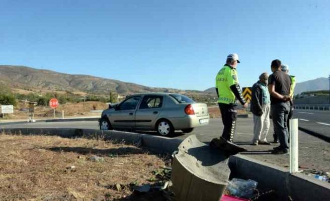 Tokat'ta otomobil ile kamyonet çarpıştı: 6 yaralı