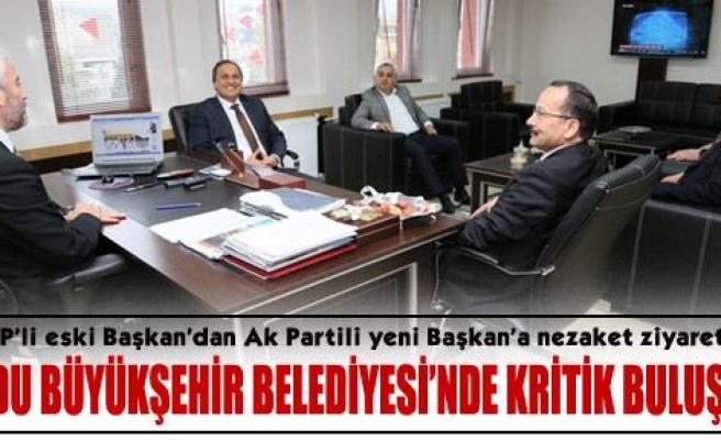CHP'li eski Başkan, Ak Partili yeni Başkan'ı ziyaret etti