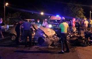İki araç kafa kafaya çarpıştı 6 yaralı!