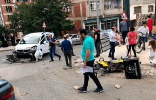 Kamyonetle motosiklet çarpıştı 1 ölü