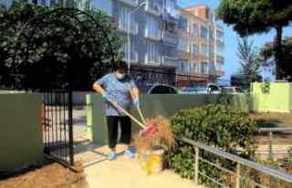 Sinop'ta sokağın ve caminin gönüllü temizlikçisi...