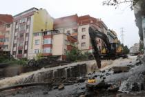 Sağanak yağış Trabzon'u felç etti