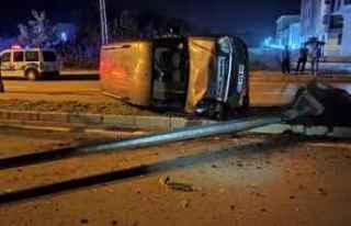 Samsun'da devrilen hafif ticari aracın sürücüsü...