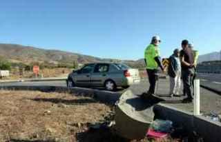 Tokat'ta otomobil ile kamyonet çarpıştı:...