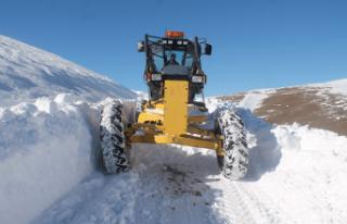 Bayburt'ta kar kalınlığı 2 metreyi buldu