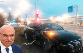 AK Partili Şenel Yediyıldız ve oğlu kaza geçirdi