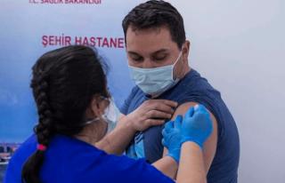 Sağlık çalışanlarına ikinci doz başlıyor