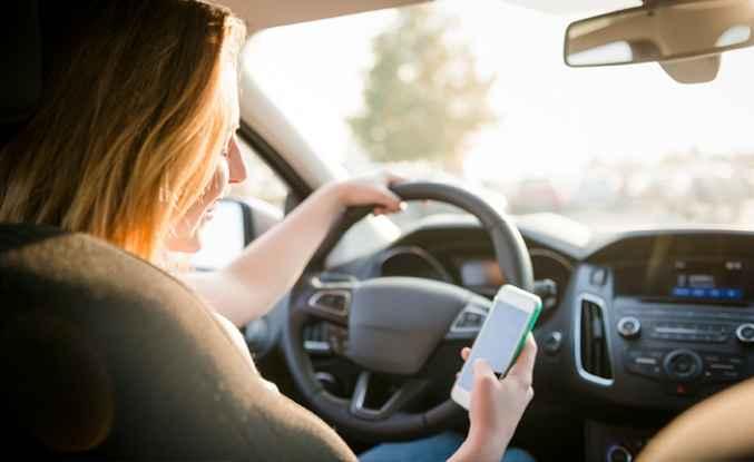 Araçta cep telefonuyla konuşmayın