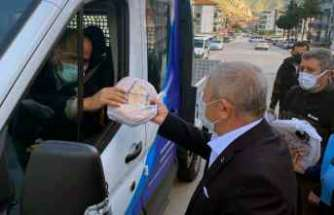 Amasya Belediyesi ücretsiz pide dağıtıyor