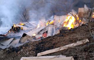 Akkuş'ta ahır ve samanlık yandı