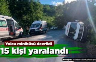 Yolcu minibüsü devrildi 15 yaralı