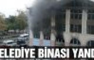 Yeni belediye binası yandı!
